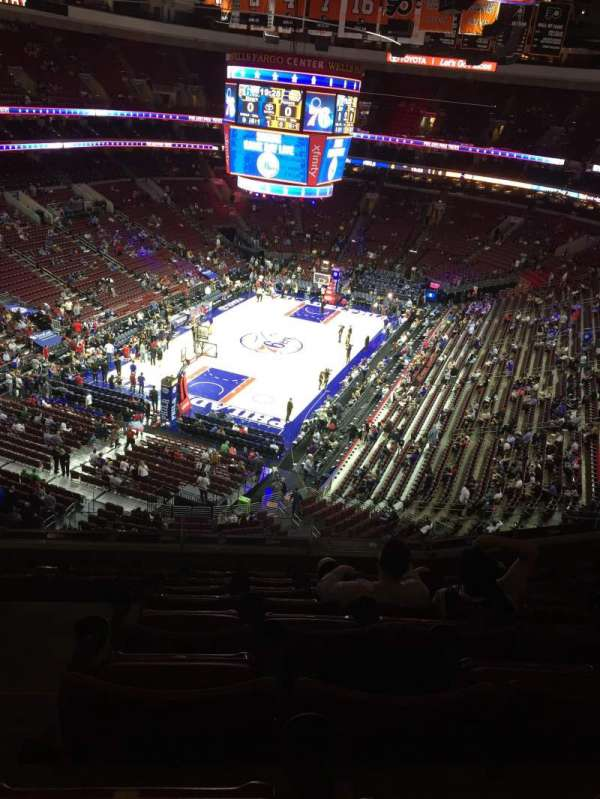 Wells Fargo Center, secção: 209, fila: 8, lugar: 3-4