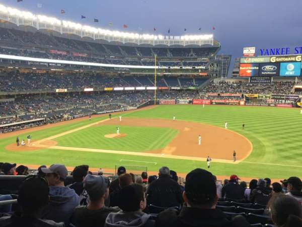 Yankee Stadium, secção: 214b, fila: 11, lugar: 17