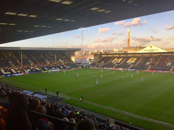 Meadow Lane, secção: Derek Pavis Stand block A