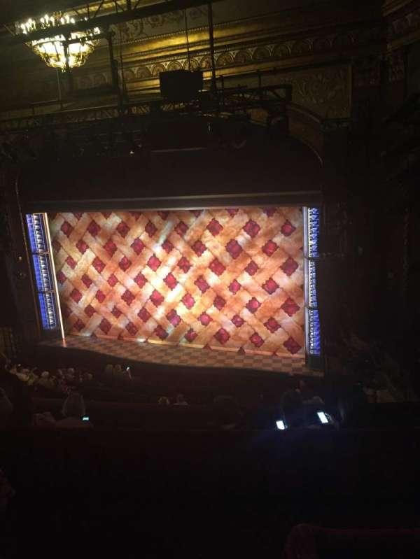 Brooks Atkinson Theatre, secção: Rear Mezzanine R, fila: F, lugar: 2