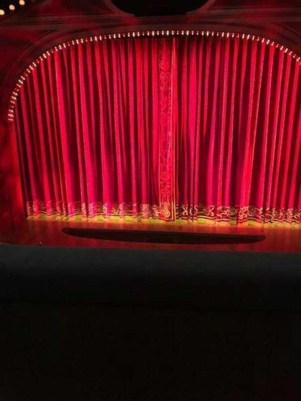 Shubert Theatre, secção: Mezzanine C, fila: B, lugar: 106