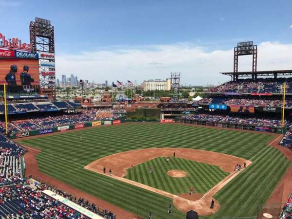Citizens Bank Park, secção: 322, fila: 6, lugar: 6