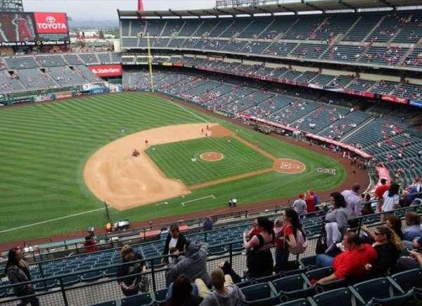 Angel Stadium, secção: V512, fila: G, lugar: 8