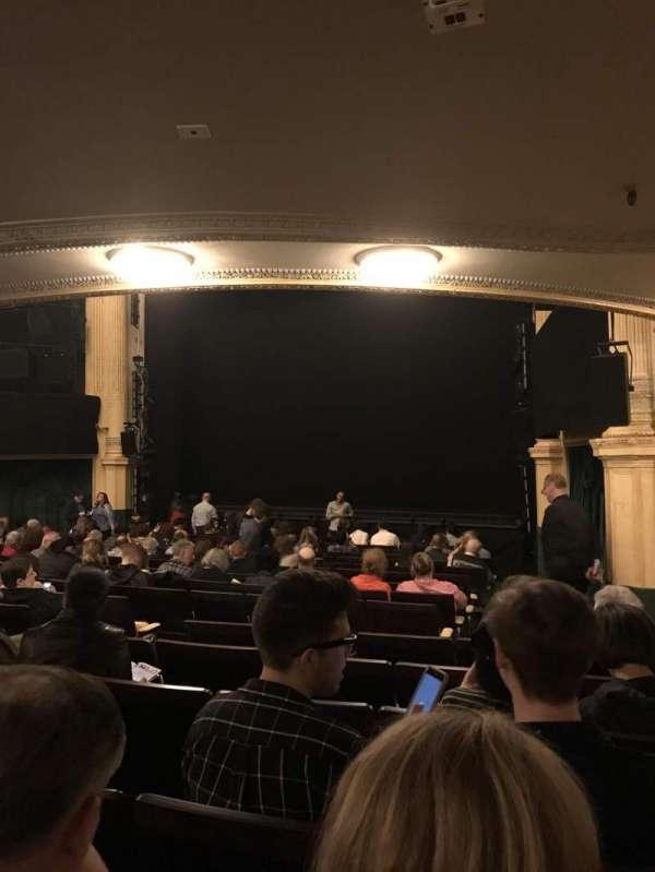 Hudson Theatre, secção: Orchestra R, fila: R, lugar: 14