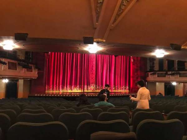 Shubert Theatre, secção: Orchestra L, fila: T, lugar: 9