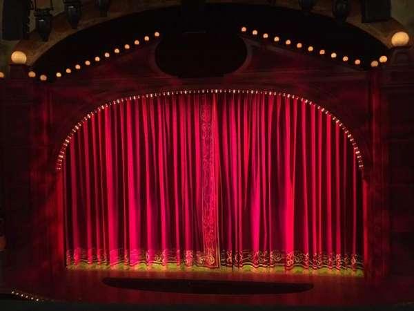 Shubert Theatre, secção: Mezzanine C, fila: C, lugar: 107
