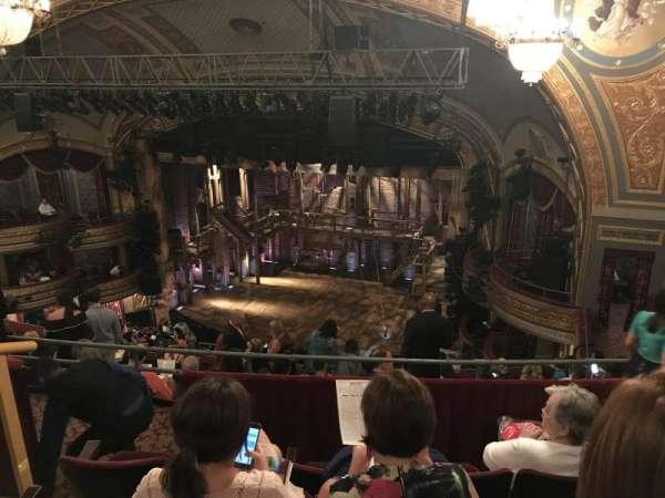 Richard Rodgers Theatre, secção: Rear Mezzanine R, fila: K, lugar: 24