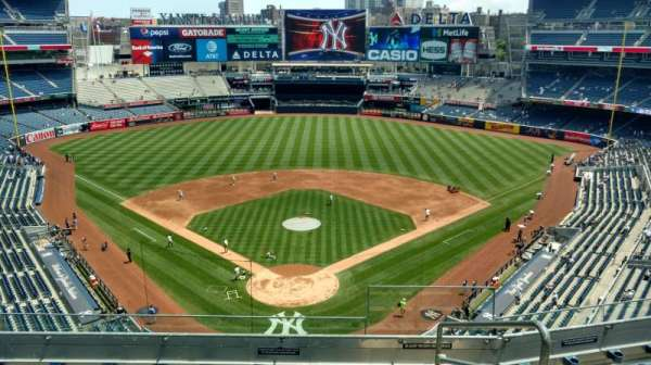 Yankee Stadium, secção: 320b, fila: 6, lugar: 2