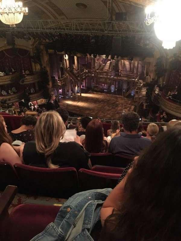 Richard Rodgers Theatre, secção: Rear Mezzanine R, fila: G, lugar: 22