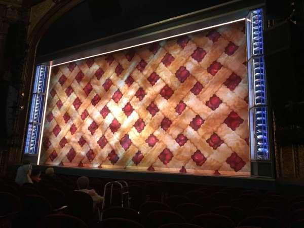 Brooks Atkinson Theatre, secção: Orchestra R, fila: J, lugar: 10