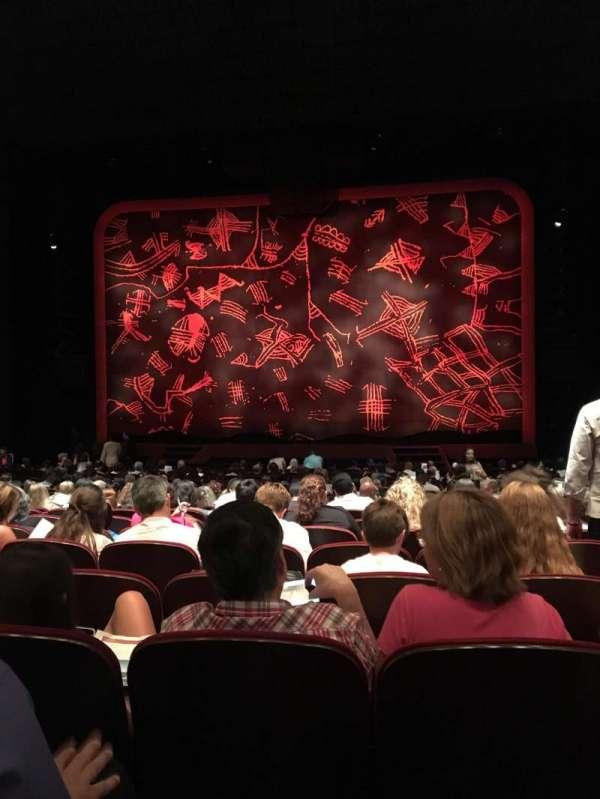 Minskoff Theatre, secção: Orchestra C, fila: V, lugar: 123,124