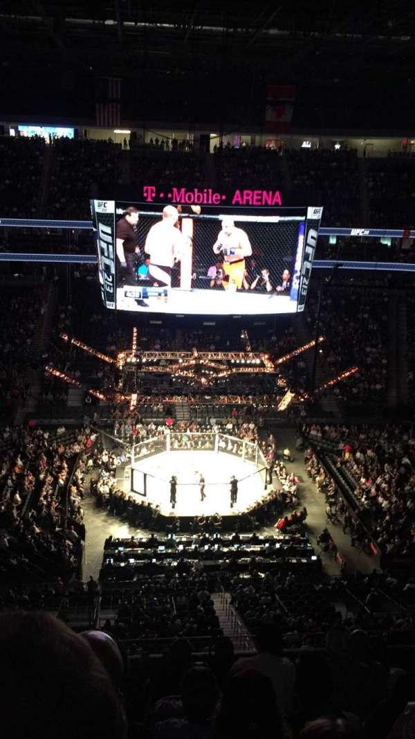 T-Mobile Arena, secção: 223, fila: H, lugar: 1