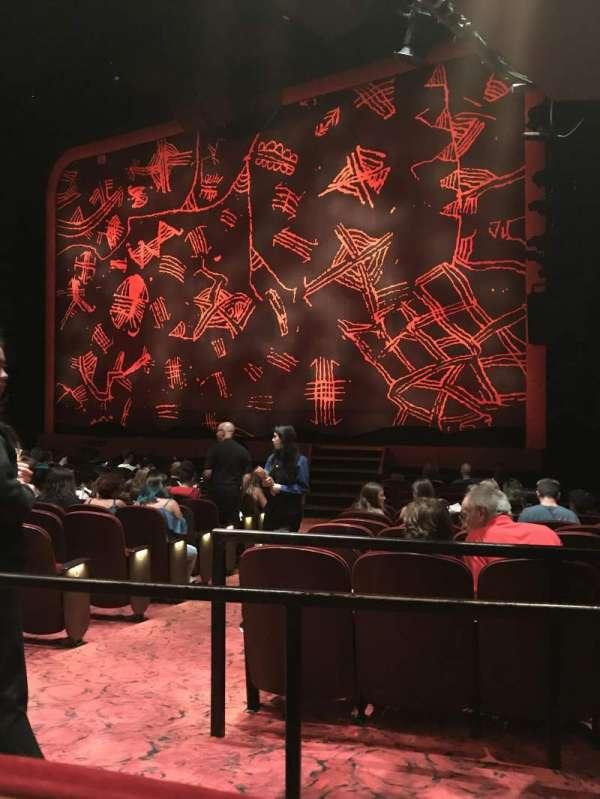 Minskoff Theatre, secção: Orchestra R, fila: P, lugar: 8