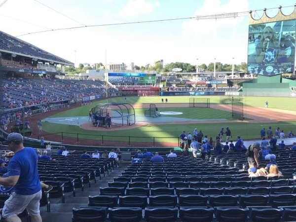 Kauffman Stadium, secção: 131, fila: W, lugar: 1