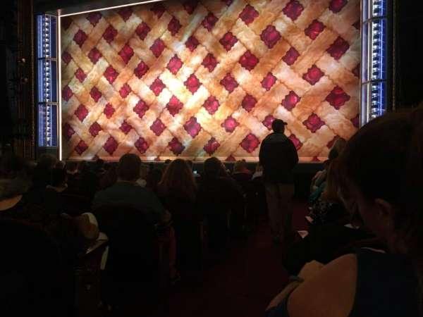 Brooks Atkinson Theatre, secção: Orchestra R, fila: K, lugar: 2