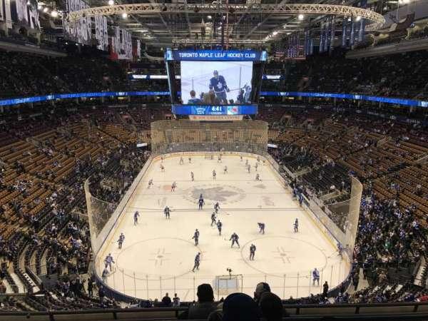 Scotiabank Arena, secção: 303, fila: 6, lugar: 13