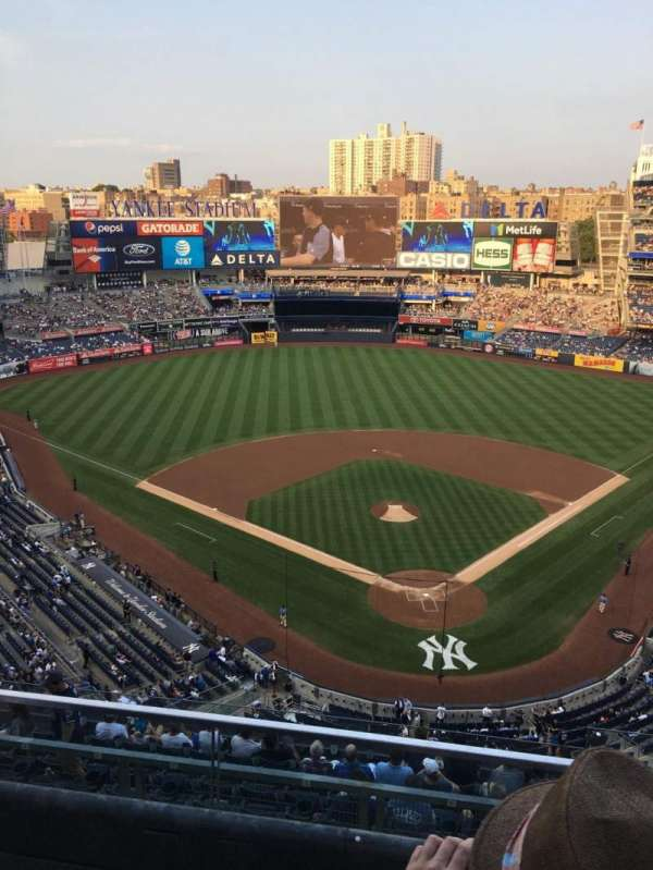 Yankee Stadium, secção: 420C, fila: 2, lugar: 4