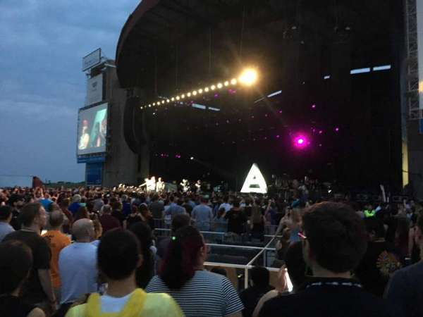 Jones Beach Theater, secção: ORCHG, fila: FF, lugar: 13