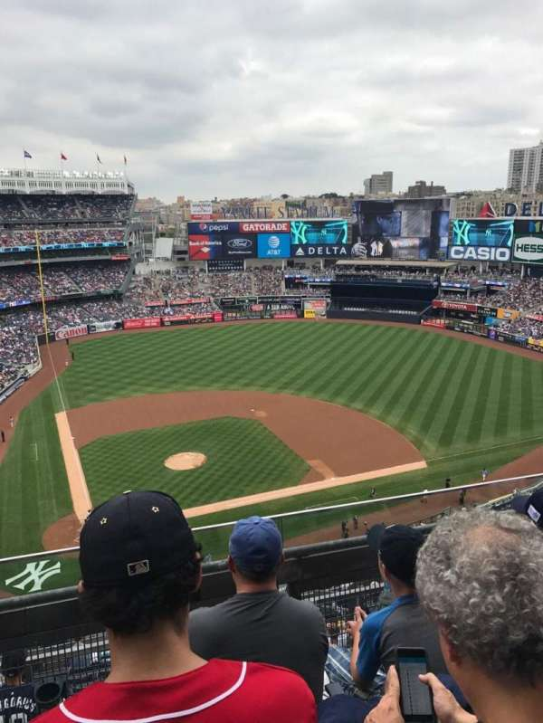 Yankee Stadium, secção: 418, fila: 3, lugar: 11