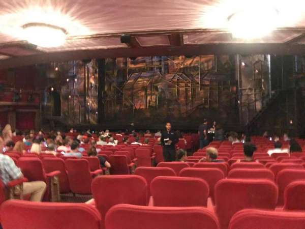 Broadway Theatre - 53rd Street, secção: Orchestra R, fila: V, lugar: 3