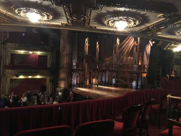 CIBC Theatre, secção: Dress Circle R, fila: B, lugar: 10