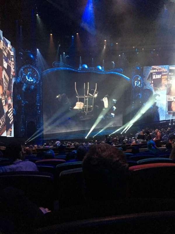 Michael Jackson One Theatre, secção: 201, fila: Jj, lugar: 5
