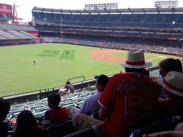 Angel Stadium, secção: C306, fila: H, lugar: 10