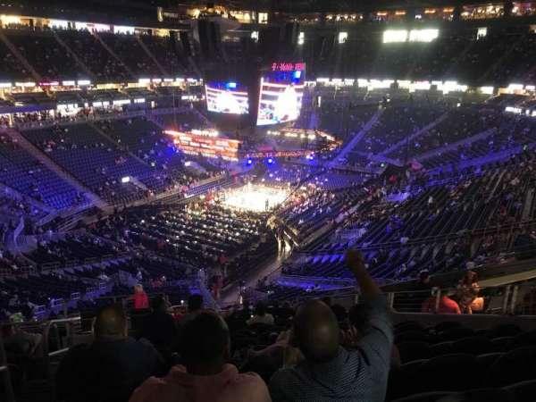 T-Mobile Arena, secção: 105, fila: P, lugar: 1