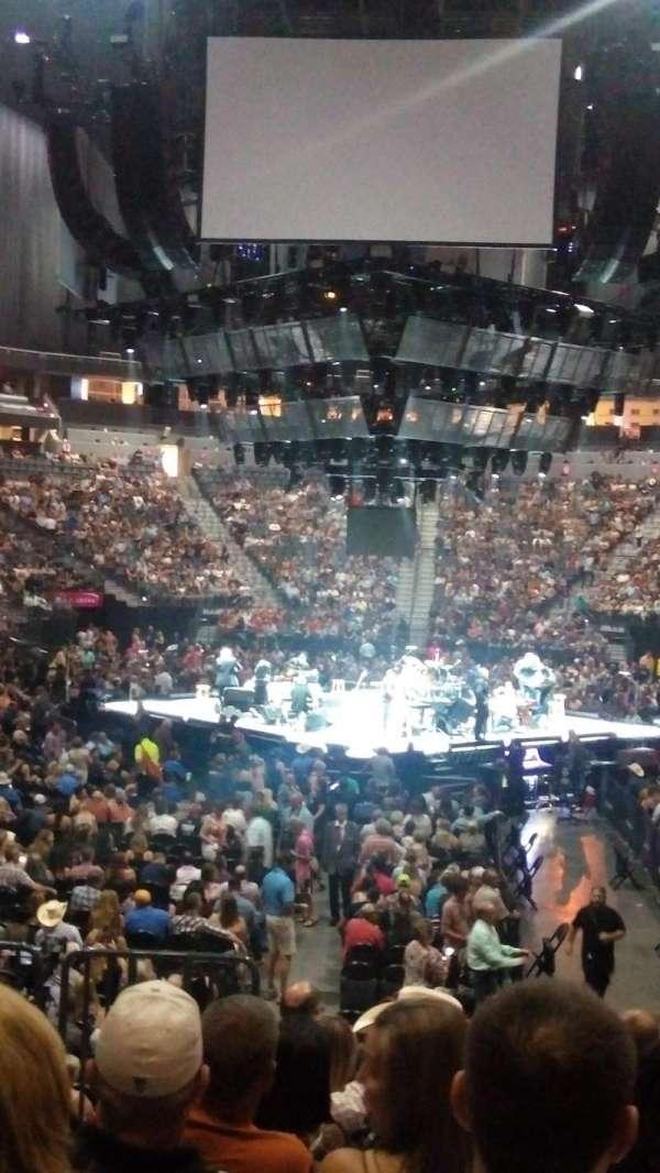 T-Mobile Arena, secção: 1, fila: H, lugar: 2