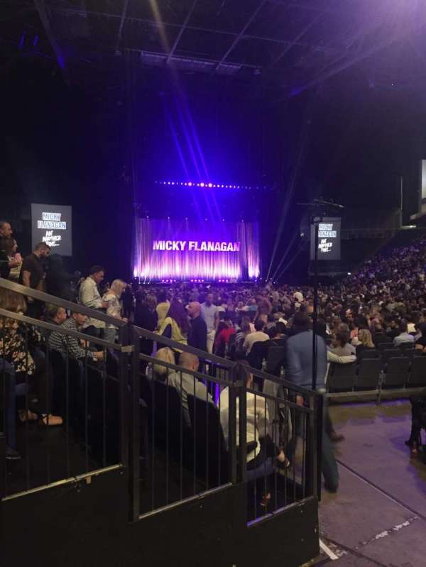 The O2 Arena, secção: 106, fila: AA, lugar: 165-166
