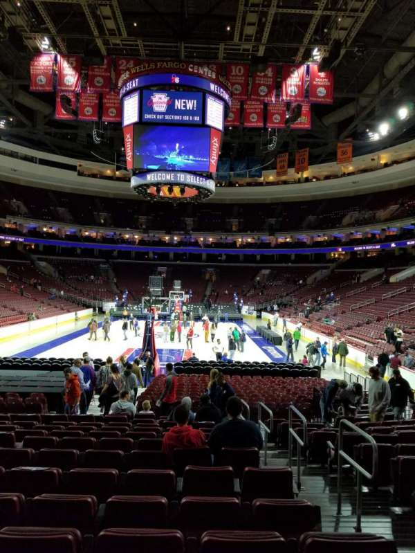 Wells Fargo Center, secção: 119, fila: 13, lugar: 14-16