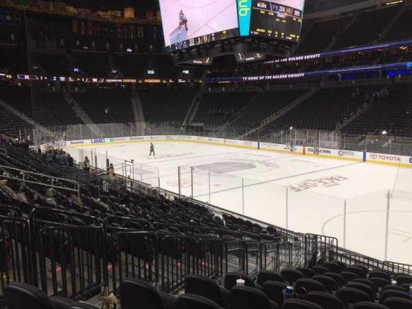 T-Mobile Arena, secção: 8, fila: M, lugar: 3-6