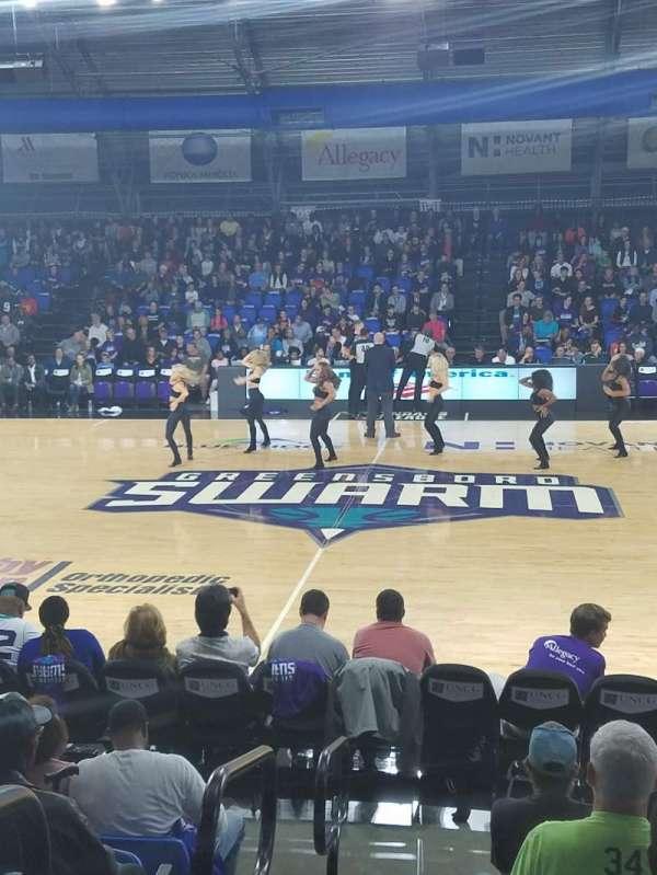 Greensboro Coliseum Fieldhouse, secção: 104, fila: H, lugar: 19