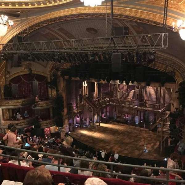 Richard Rodgers Theatre, secção: Rear Mezzanine R, fila: J, lugar: 28