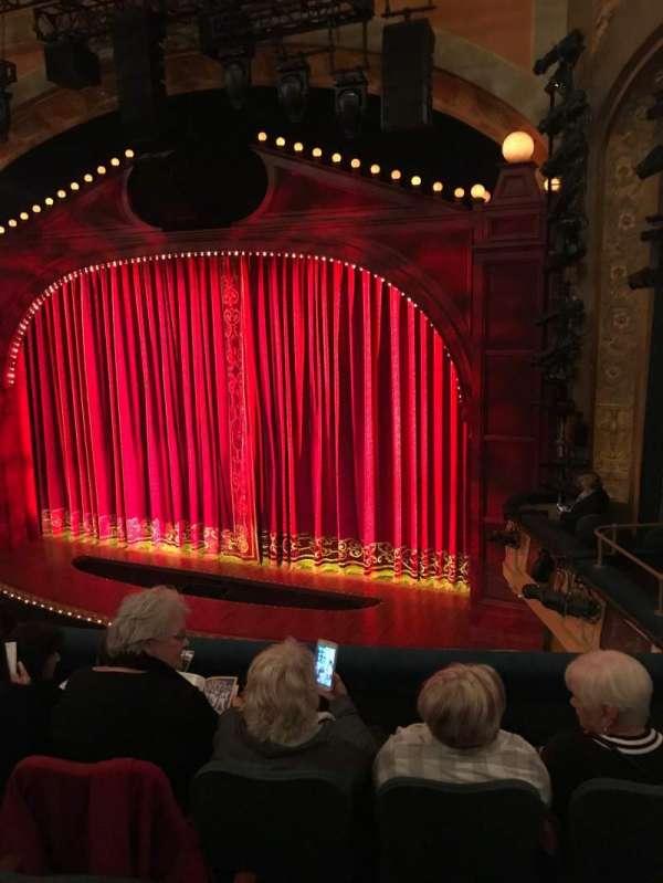 Shubert Theatre, secção: Mezzanine R, fila: E, lugar: 16