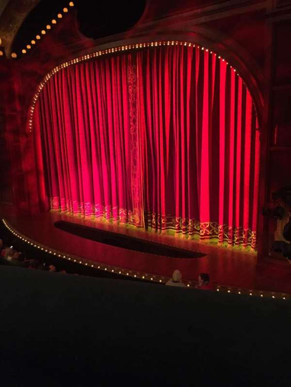 Shubert Theatre, secção: Mezzanine R, fila: A, lugar: 18