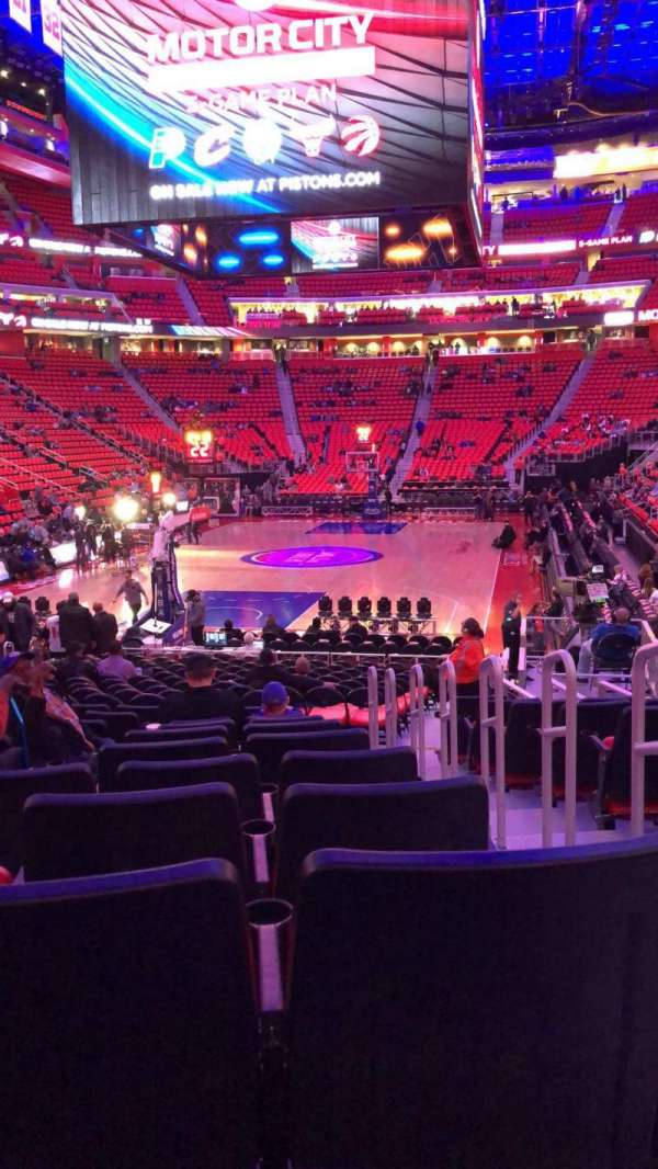 Little Caesars Arena, secção: 115, fila: 11, lugar: 2