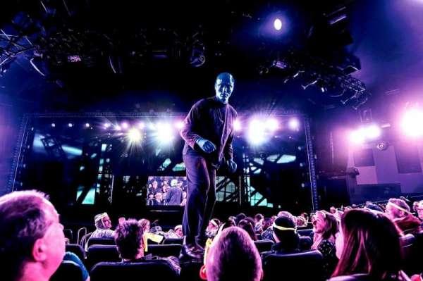Astor Place Theatre, secção: Front Orchestra, fila: 2