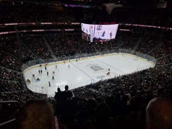T-Mobile Arena, secção: 202, fila: M, lugar: 1