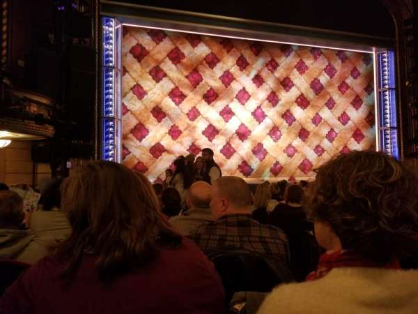 Brooks Atkinson Theatre, secção: Orchestra L, fila: L, lugar: 3