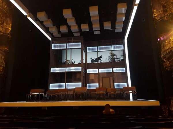 Apollo Theatre, secção: Stalls, fila: K, lugar: 8