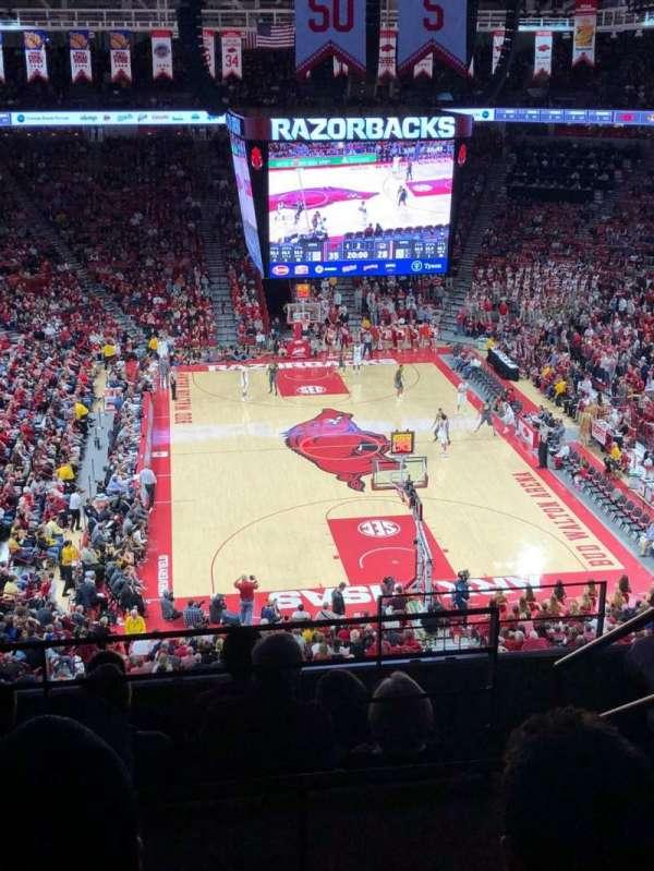 Bud Walton Arena, secção: 210, fila: 7, lugar: 105