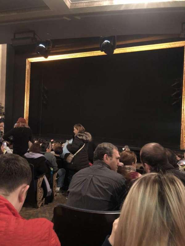 Ambassador Theatre, secção: Orchestra R, fila: M, lugar: 4