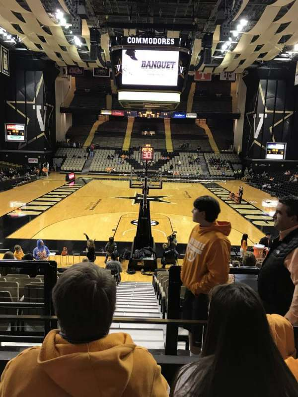 Memorial Gymnasium (Vanderbilt), secção: F, fila: 3, lugar: 42