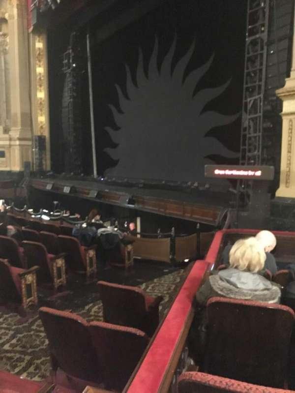 Citizens Bank Opera House, secção: ROBXLV, fila: E, lugar: 52