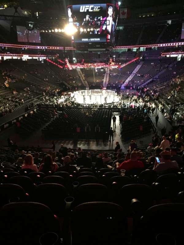 T-Mobile Arena, secção: 1, fila: W, lugar: 11