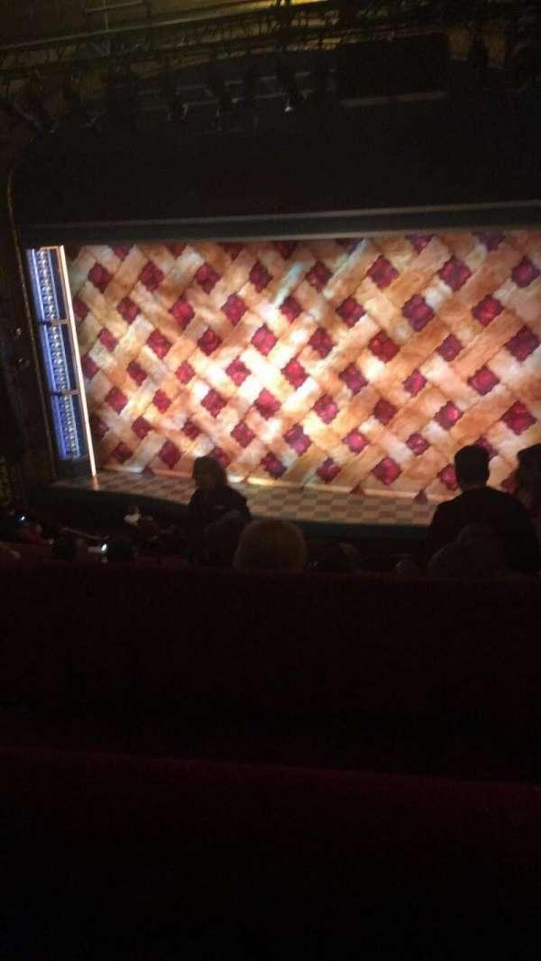 Brooks Atkinson Theatre, secção: Rear Mezzanine RC, fila: E, lugar: 103