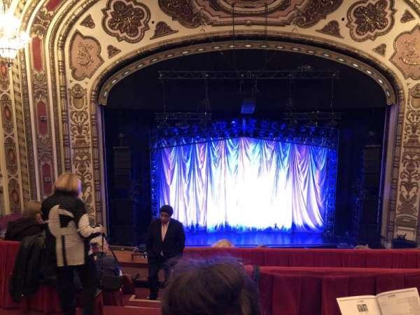 Cadillac Palace Theater, secção: Balcony Center, fila: E, lugar: 311