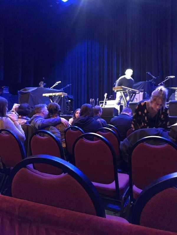Chicago Theatre, secção: MNFL4R, fila: AA, lugar: 418