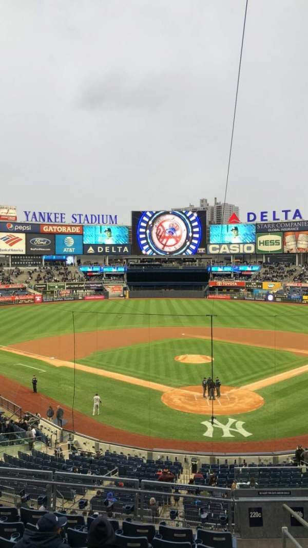 Yankee Stadium, secção: 220c, fila: 8, lugar: 10